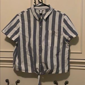Cropped stripped button up